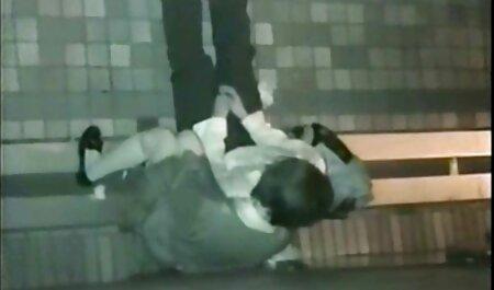 bulgarisches Amateur-Mädchen masturbiert kostenlose fickfilme ansehen in der Schultoilette