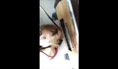 Blondine wird fickfilme auf dem Bett zu Hause gefickt